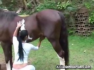 Sexy amateur wife likes to make out with the horse